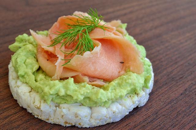 Tosta de aguacate y salmón